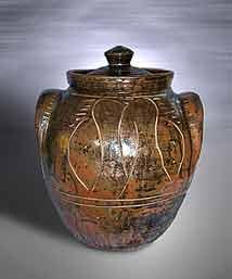 Round Cardew storage jar
