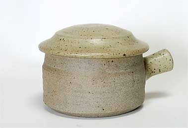Handled Pearson pot with lid