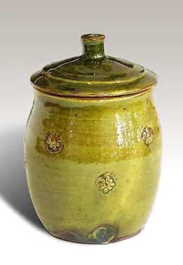 Green lidded tea caddy