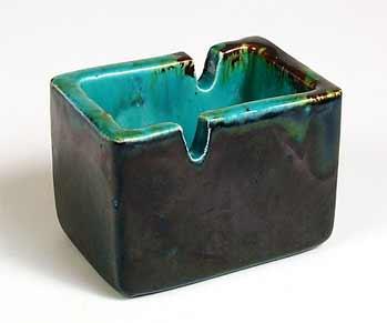 Leaper ash tray