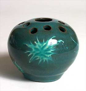 Green Fishley Holland pot-pourri