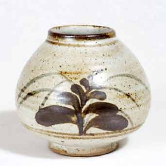 Lowerdown stoneware vase