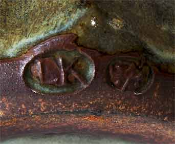 Ladi Kwali tankard II (marks)