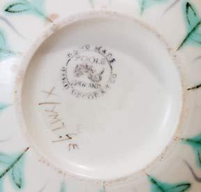Poole 'YFT' vase (mark)
