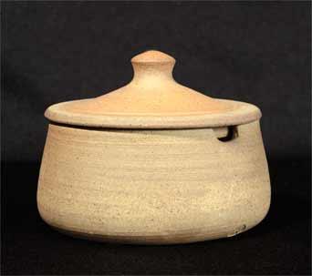 Geoffrey Whiting lidded pot