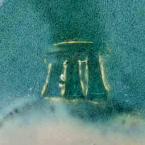 Tremaen pebble vase (mark)